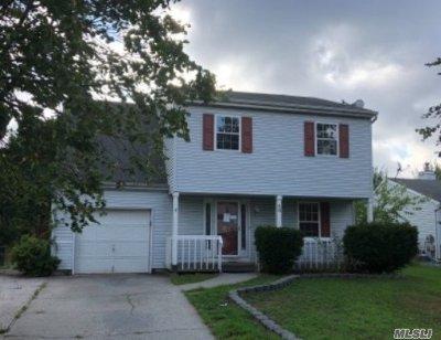 central Islip Single Family Home For Sale: 46 Bridger Blvd