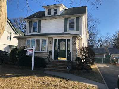 Lynbrook Single Family Home For Sale: 256 Denton Ave