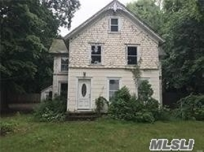 Manorville Single Family Home For Sale: 156 South St