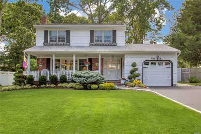 Hauppauge Single Family Home For Sale: 34 Queen Anne Pl