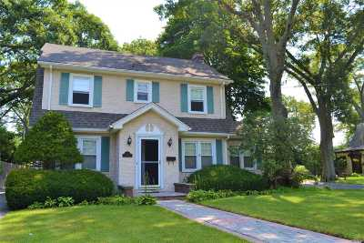 Patchogue Single Family Home For Sale: 241 Maple Ave