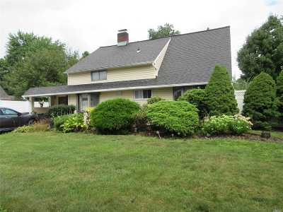 Westbury NY Single Family Home For Sale: $579,999