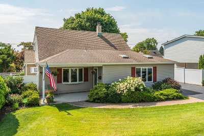 Levittown Single Family Home For Sale: 8 Wood Ln
