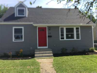 Hempstead Single Family Home For Sale: 172 Rhodes Ave