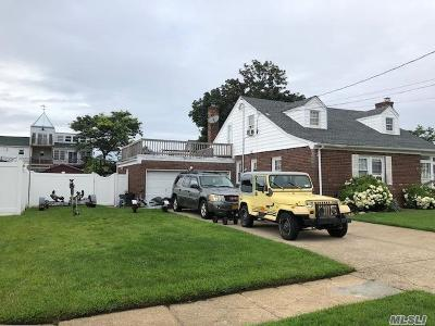 Freeport Single Family Home For Sale: 48 W 3rd St
