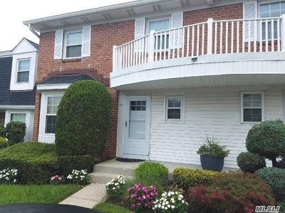 Syosset Condo/Townhouse For Sale: 143 The Knoll
