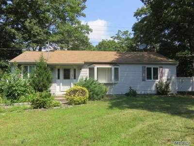 Ronkonkoma Single Family Home For Sale: 4373 Express Dr
