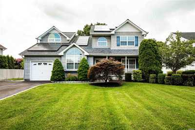 Commack Single Family Home For Sale: 4 Lindsey Pl