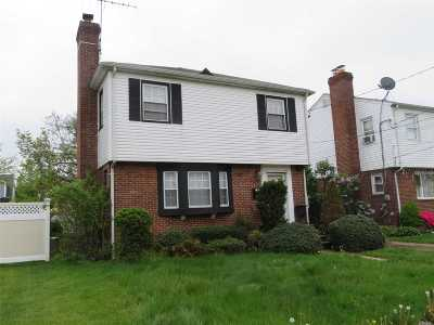 Hempstead Single Family Home For Sale: 114 Botsford St