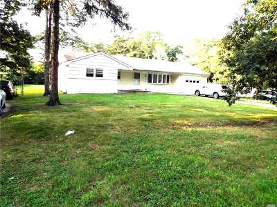 central Islip Single Family Home For Sale: 95 Willow St