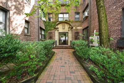 Great Neck Condo/Townhouse For Sale: 7 Bond St #2Fr