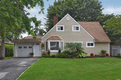 Hicksville Single Family Home For Sale: 39 Angle Ln