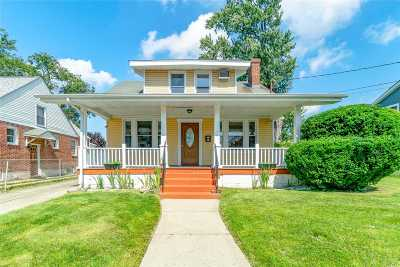 Hempstead Single Family Home For Sale: 32 Tennessee Ave