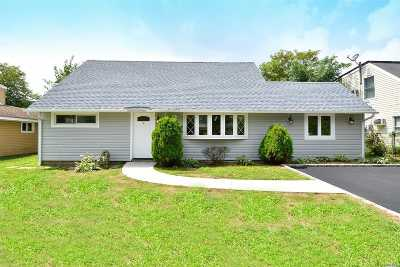 Levittown Single Family Home For Sale: 50 Southberry Ln