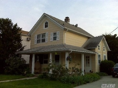 Lynbrook Single Family Home For Sale: 41 Cherry Lane