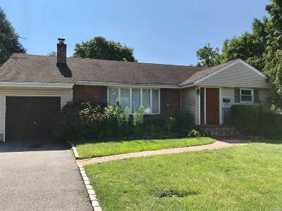 Syosset Single Family Home For Sale: 3 Crocus Dr