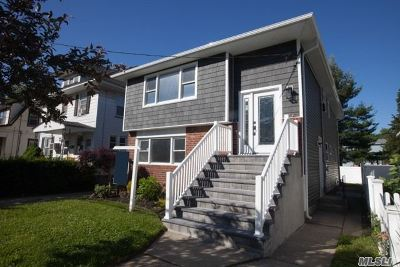 Lynbrook Single Family Home For Sale: 35 Oakland Ave