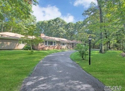 Smithtown Single Family Home For Sale: 37 Roundabout Rd