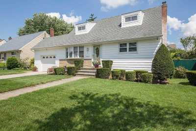 Hicksville Single Family Home For Sale: 61 Cedar St