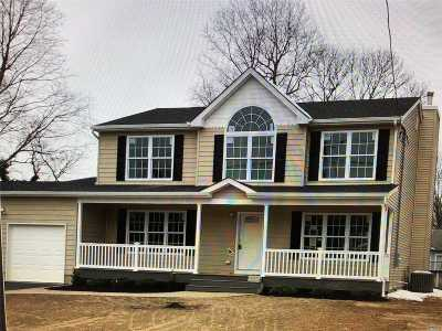 Farmingville Single Family Home For Sale: 38 Crestwood Ln