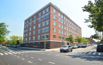 Astoria Condo/Townhouse For Sale: 30-85 Vernon Blvd #3A