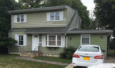 Lindenhurst Single Family Home For Sale: 95 Heathcote Rd