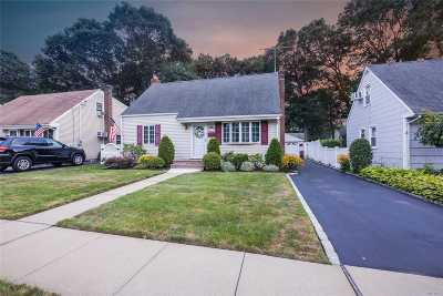 Merrick Single Family Home For Sale: 119 Cameron Ave