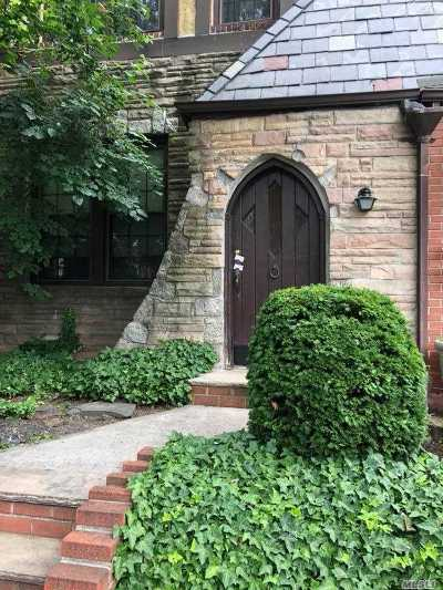 Single Family Home For Sale: 30-11 88th St