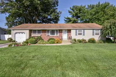 Dix Hills Single Family Home For Sale: 1071 Carlls Straight Path