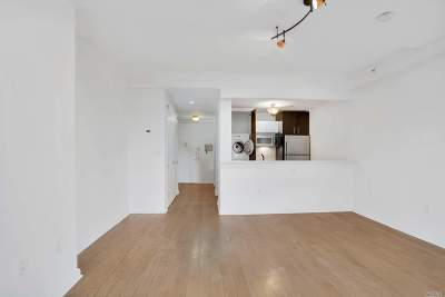 Brooklyn, Astoria, Bayside, Elmhurst, Flushing, Forest Hills, Fresh Meadows, Jackson Heights, Kew Gardens, Long Island City, Middle Village, Rego Park, Ridgewood, Sunnyside, Woodhaven, Woodside Condo/Townhouse For Sale: 13-11 Jackson Ave #8C