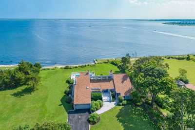 Center Moriches Single Family Home For Sale: 11 Convent Ln
