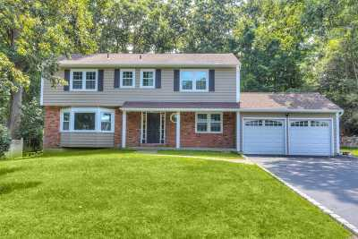 Smithtown Single Family Home For Sale: 46 Derby Pl