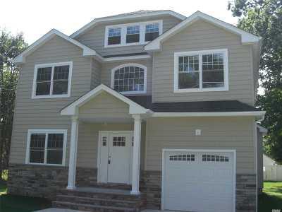 Freeport Single Family Home For Sale: 131 Wilson Pl
