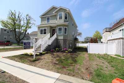 Freeport Single Family Home For Sale: 66 Gordon Pl