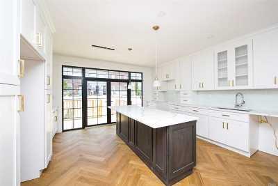 Brooklyn Single Family Home For Sale: 272 Eldert Ln