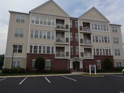 central Islip Condo/Townhouse For Sale: 1034 Kirkland Ct