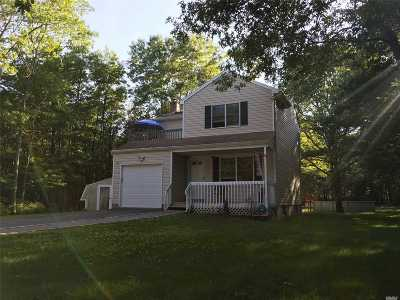 Manorville Single Family Home For Sale: 21 Jerusalem Hollow Rd