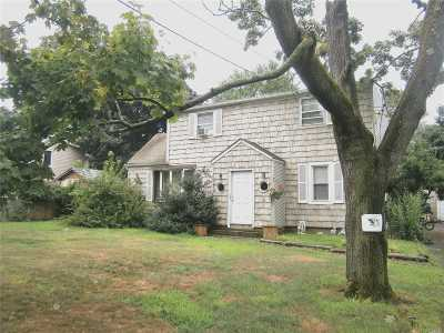 central Islip Single Family Home For Sale: 9 Dietz St