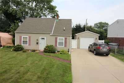 Levittown Single Family Home For Sale: 609 Gardiners Ave