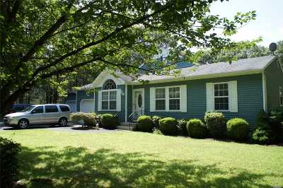 Center Moriches Single Family Home For Sale: 12 Black Pine St