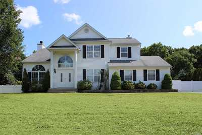 Middle Island Single Family Home For Sale: 47 Winterberry Dr