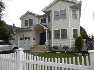 Wantagh Single Family Home For Sale: 2207 Willoughby Ave