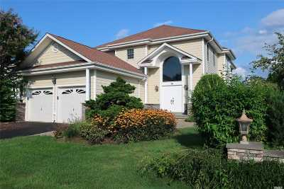 Smithtown Single Family Home For Sale: 19 Redan Dr