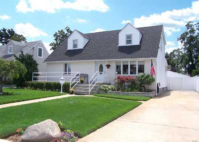 Rockville Centre Single Family Home For Sale: 16 Hanscom Pl