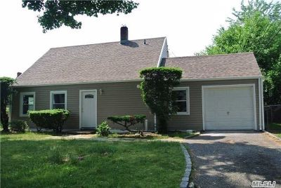 Westbury Single Family Home For Sale: 4 Floral Ln