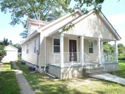 Westbury Single Family Home For Sale: 264 E Grand St