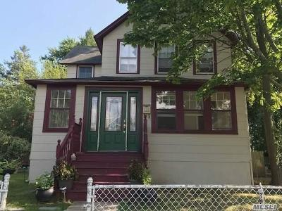 West Islip Single Family Home For Sale: 22 Hawley Ave