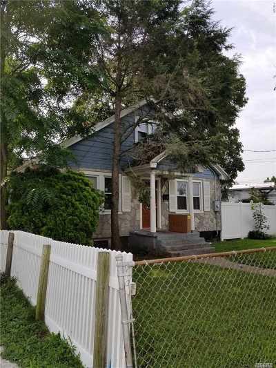 Hempstead Single Family Home For Sale: 18 Robinwood Ave