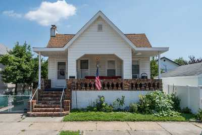 Long Beach Single Family Home For Sale: 114 Wilson Ave