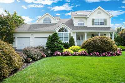 Commack Single Family Home For Sale: 27 Long House Way